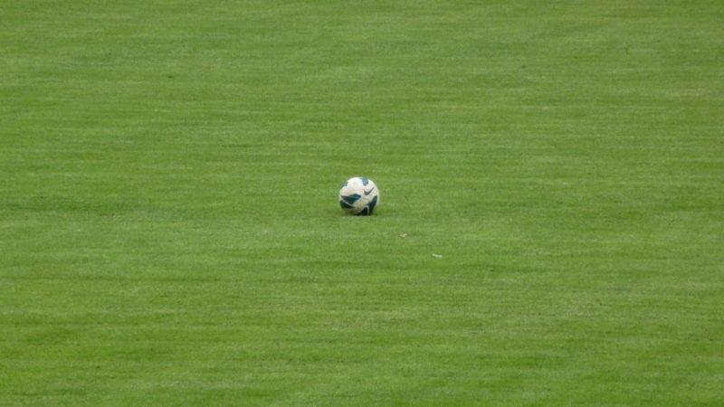 Der Ball rollt