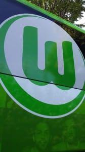 Wappen auf Mannschaftsbus des VfL Wolfsburg