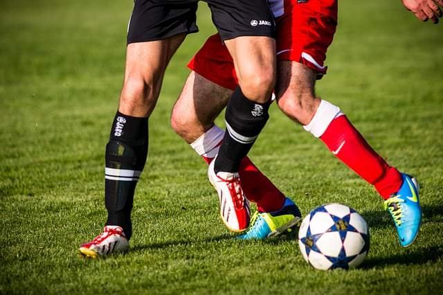 Fehlbelastungen beim Fußball vermeiden